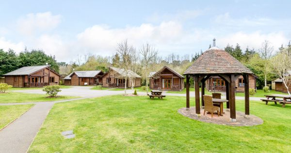 Tilford Woods Lodges 12414